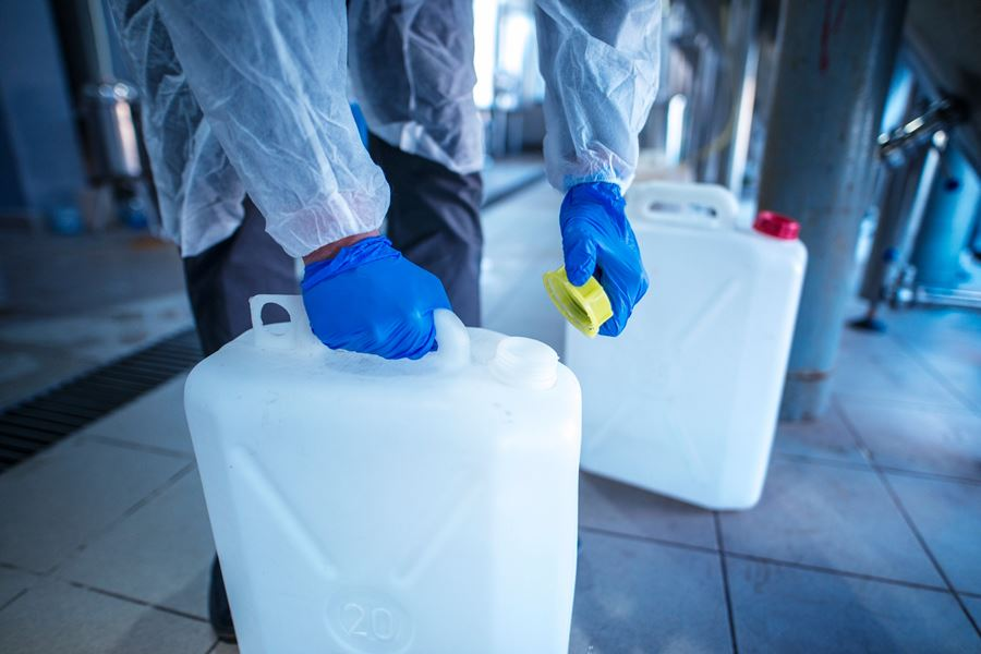 How to Select the Right Hand Protection for Chemical Hazards