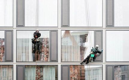 Safety Risk vs  Salary: Do the UK's Deadliest Jobs Really Pay?