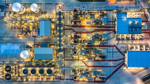 Oil and gas projects always carry risk. Find out how to minimize them and your liabilities when hiring contractors.