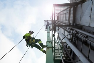 What the ANSI/ISEA 121-2018 Dropped Object Standard Means for Safety Managers