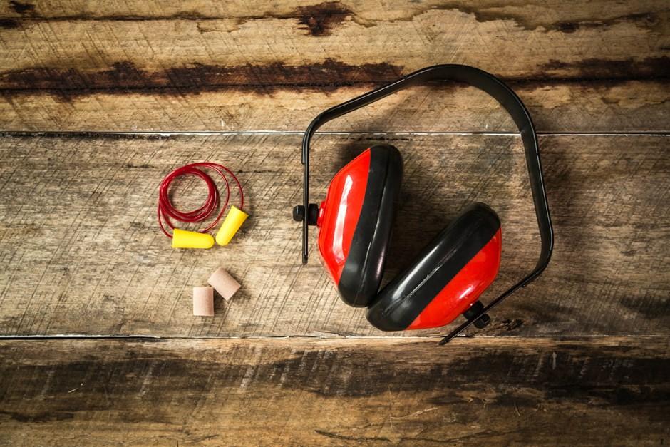 How to properly wear earplugs