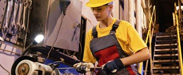 Selecting the Right PPE for Women: Hand, Foot, and Body Safety