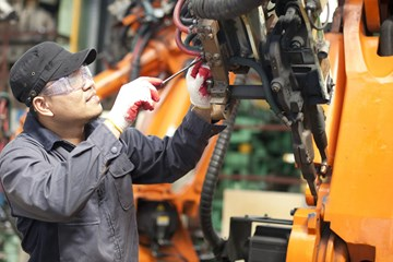 How to Build a Maintenance Program that Keeps Maintenance Workers Safe