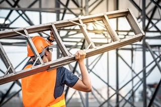 What is considered a safe angle for a ladder?