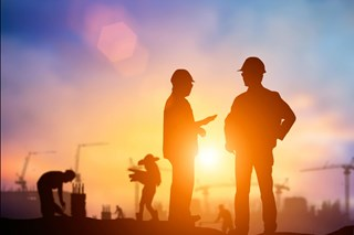 Managing Contractors from Start to Finish: The 4 Stages of Contractor Management
